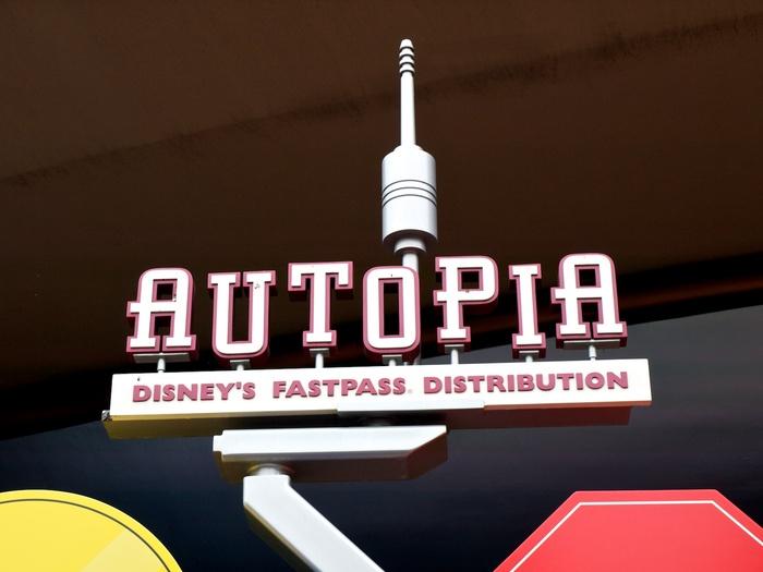 Autopia fastpass sign.jpg