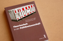 <cite>Theoriearbeit in der Politikwissenschaft</cite>