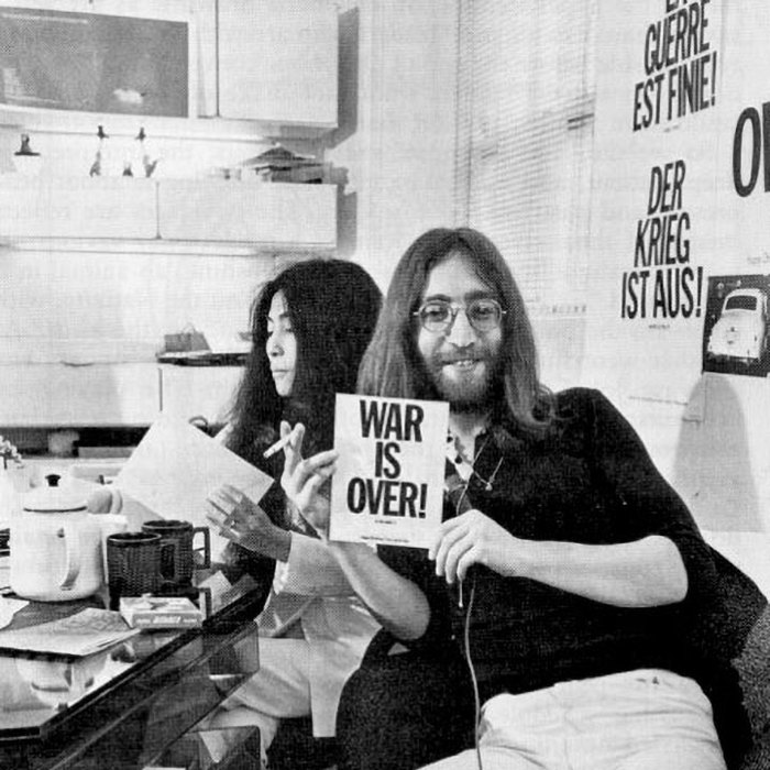 John & Yoko at the Apple Records offices in Savile Row, December 1969. Note the French and German versions in the background.