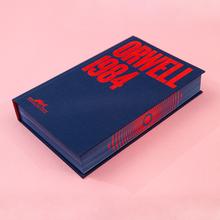 <cite>1984</cite> – George Orwell (Companhia das Letras, 70th anniversary edition)