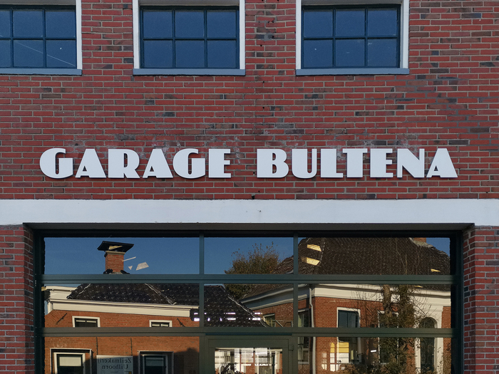 Garage Bultena, Usquert