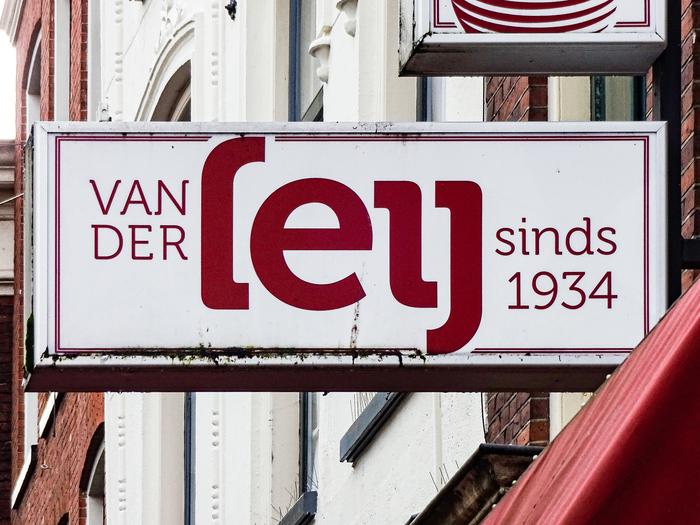 Kaashandel van der Leij shop front, Groningen 1