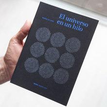 <cite>El universo en un hilo</cite>