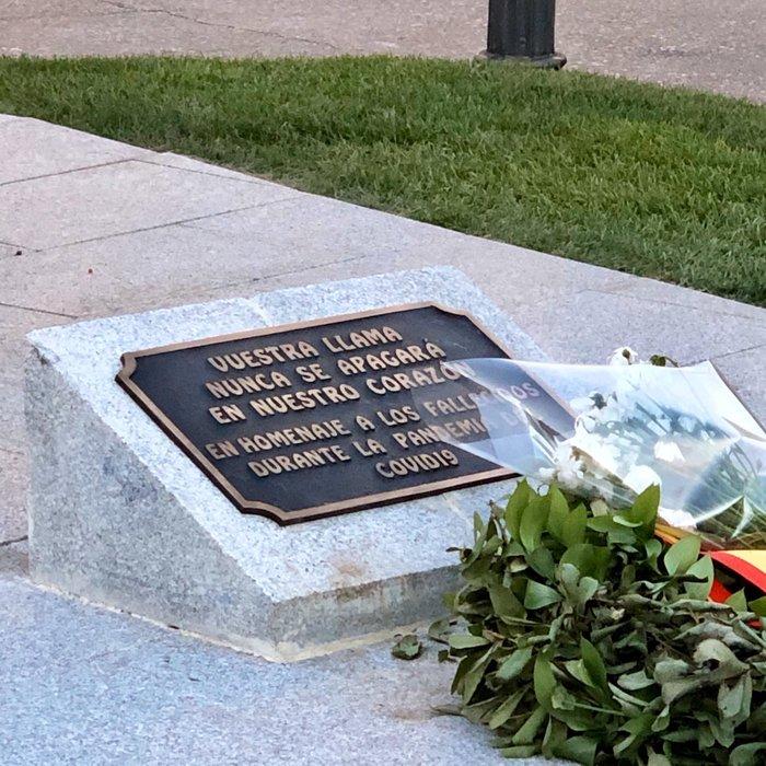 Commemorative plaque in honor of Covid-19 victims, Madrid