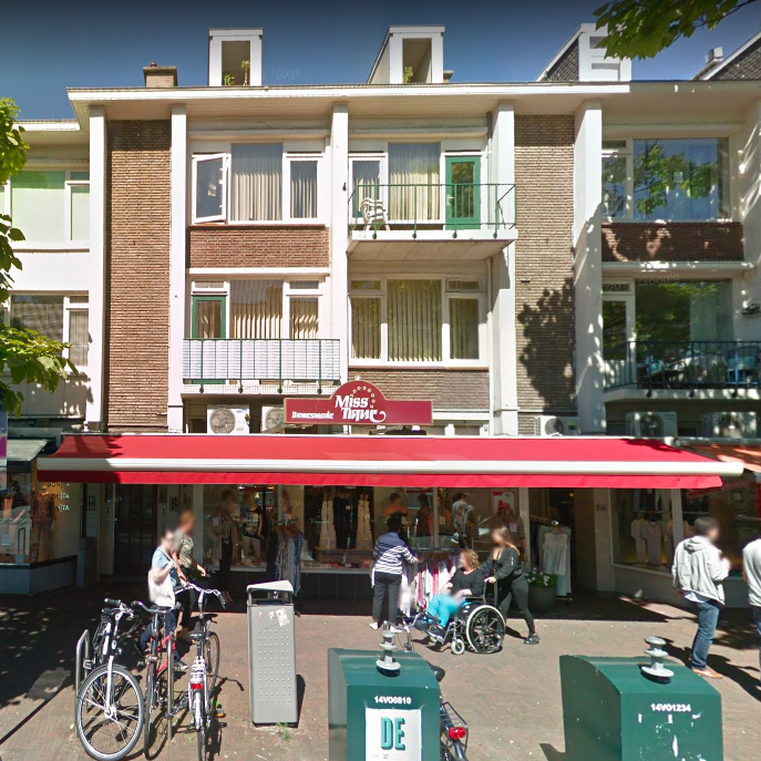 … and the one at Theresiatraat 154, Den Haag. Both shop signs predate the first captures by Google Street View from 2008.