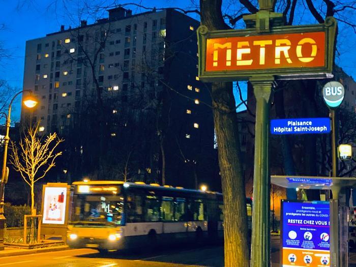 April 2020. Entry of the Plaisance Hôpital Saint-Joseph station, showing both Parisine and the famous art nouveau Paris metro signs.