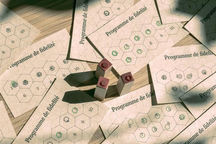 Fidelity program using hexagonal shapes