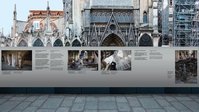 Notre-Dame de Paris signage 2