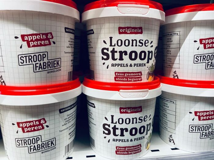 The Stroopfabriek has a shop with regional products, including buckets of original Loonse Stroop.