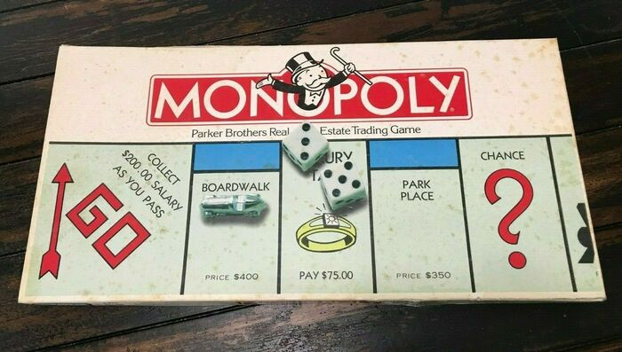 Monopoly board game (Parker Brothers, 1985) 1