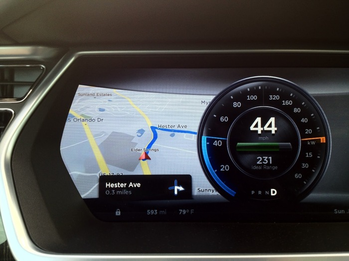 The design of the digital dashboard in front of the steering wheel is consistent with the center console display.