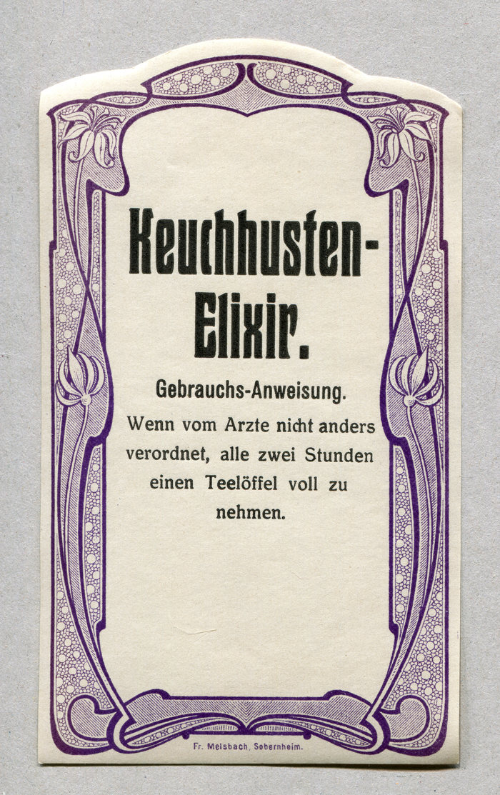 "Keuchhusten-Elixier ft.  halbfett (1909). ""Gebrauchs-Anweisung"" is in a condensed grotesk. The instructions are set in Tauchnitz-Antiqua, a stylistic variant of . distinguished by different forms for 'dkvwxyAKMRUVWX' (and probably also 'Y'), in most cases replacing curved diagonals with straight ones."