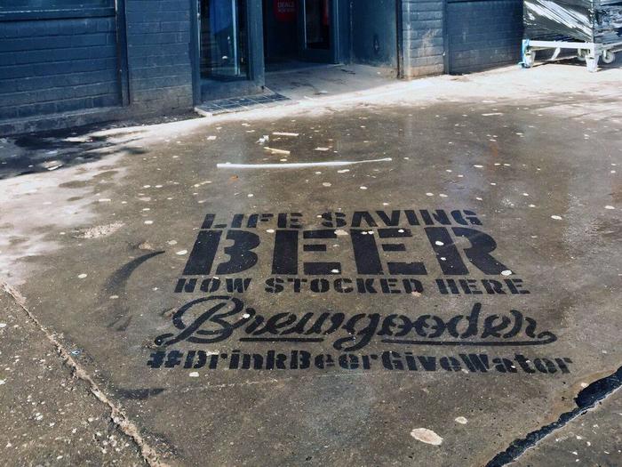 Water-sprayed pavement graffiti