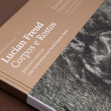 <cite>Lucien Freud – Corpos e Rostos</cite> exhibition catalog