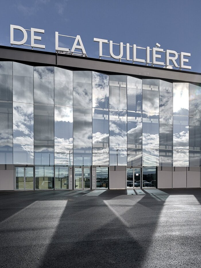 Signage for the Stade de la Tuilière in Lausanne 1