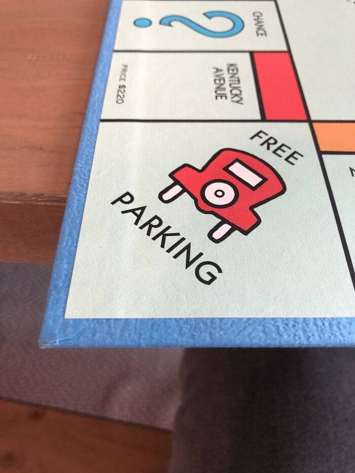 Monopoly board game (Parker Brothers, 1985) 6