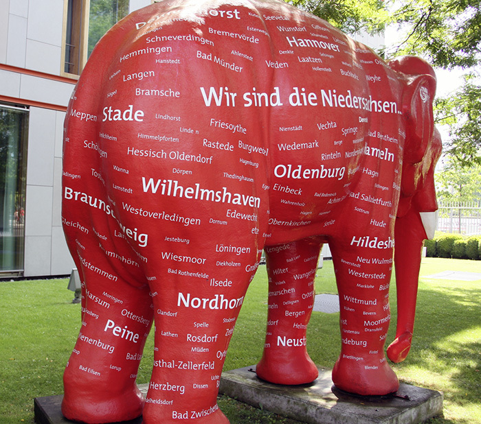 The elephant sculpture was conceived in the regional capital of Hannover. Malicious tongues say it is no coincidence that the name of the rivaling city of Braunschweig has been placed in an unfortunate spot.