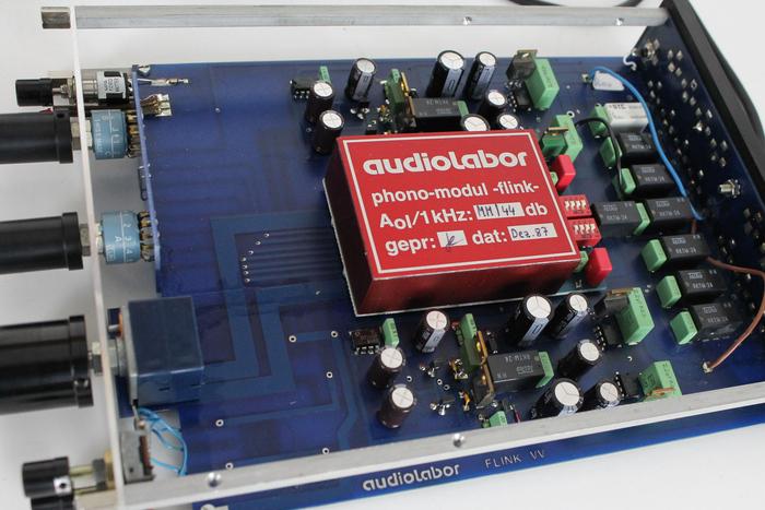 Audiolabor's flink preamplifier (interior).