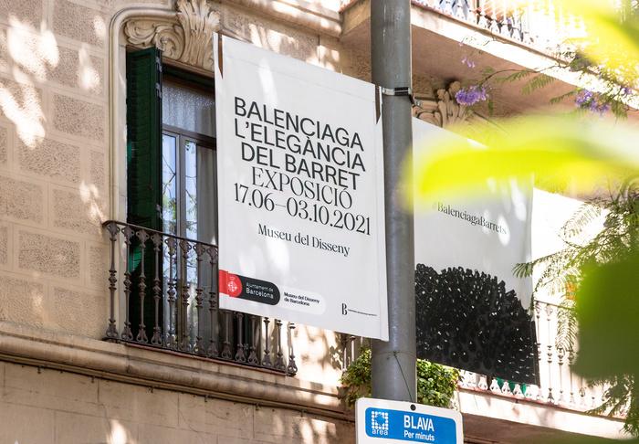 Balenciaga: The elegance of the hat 6