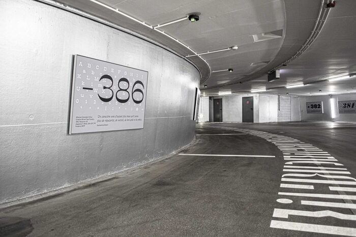 Number 386, set in  (). Note the footpath, set in brackets, parentheses and other punctuation.