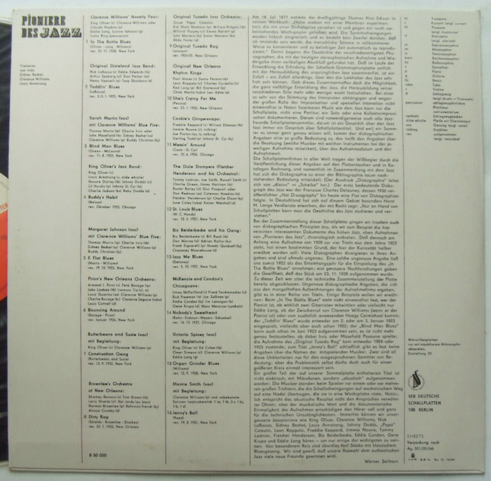 The back cover is set in two different geometric sans serifs: While the tracklist with credits is in  (1938), the liner notes by Werner Sellhorn are in  (1930). Both were drawn by  and continued after the war by .