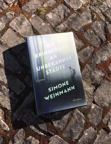 <cite>Die Erinnerung an unbekannte Städte</cite> by Simone Weinmann (Kunstmann)