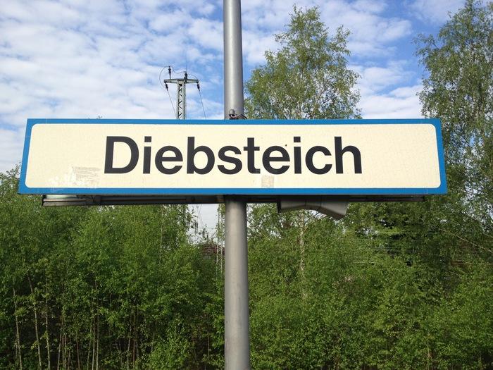 Diebsteich station sign