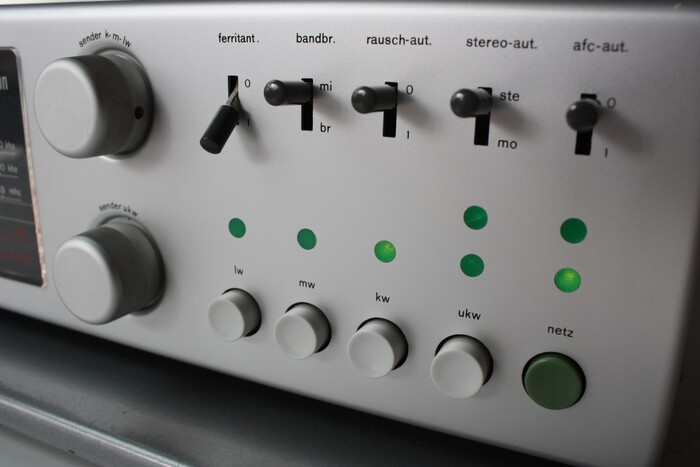 CE 1000 radio