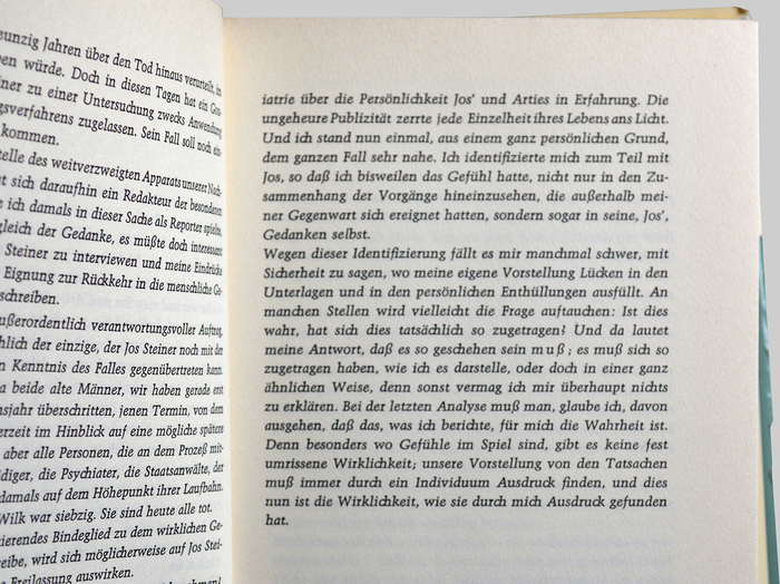 """Paul Shaw: """"Georg Trump has pulled off a miracle: an italic that is open, flowing and dynamic […] This is an italic that you can use to set large chunks of text without fear of tiring the reader's eyes"""". Note the use of tracking as a means of emphasis within italics: 'muß' (line 6 of the last paragraph)."""