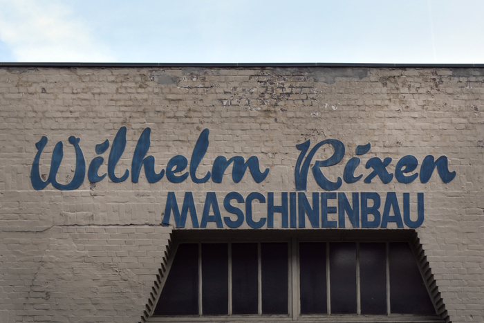 The company on Völckersstraße in Hamburg-Ottensen was established in 1929 as a repair shop for valves. In World War II, it shifted toward machine construction.