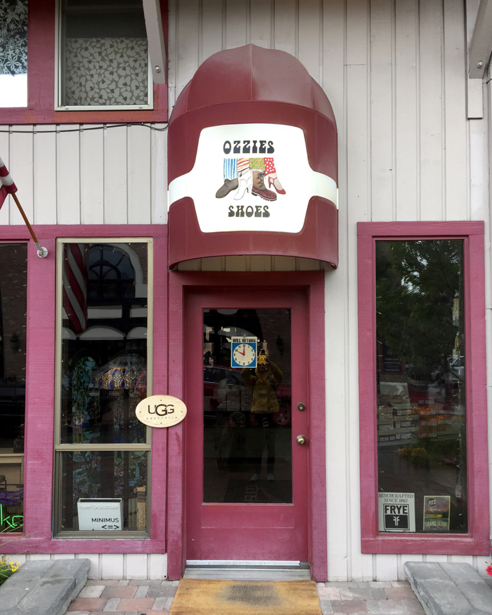 Ozzie's Shoes awning 1