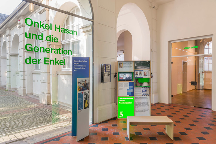 First part of the exhibition Onkel Hasan angeworben 1964 at Hoesch-Museum, Dortmund  (Foto: Roland Baege)