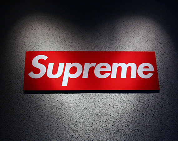 Supreme clothing logo 3
