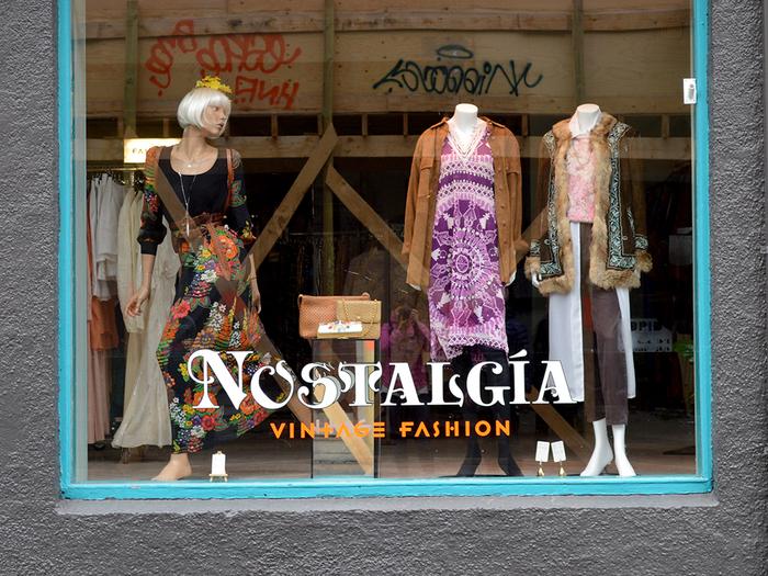"""""""Nostalgía Vintage Fashion"""" shop window"""