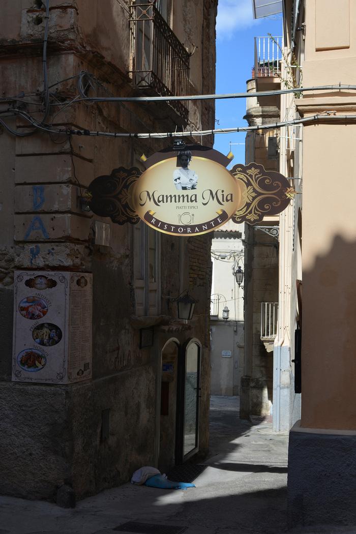 … here I go again. This sign is credited to Romano Arti Grafiche.