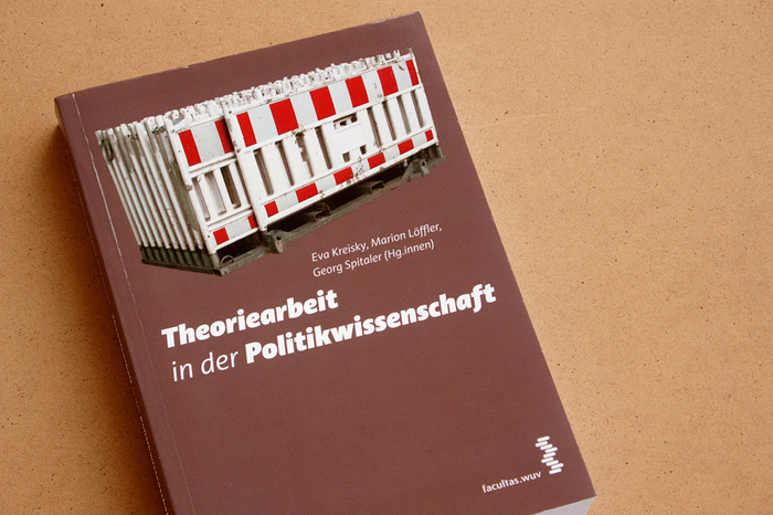 Cover of the book Theoriearbeit in der Politikwissenschaft (Academic Writing in Political Science).