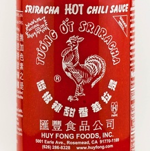 Huy Fong sriracha hot sauce label