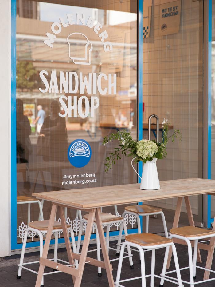 Molenberg Sandwich Shop 7