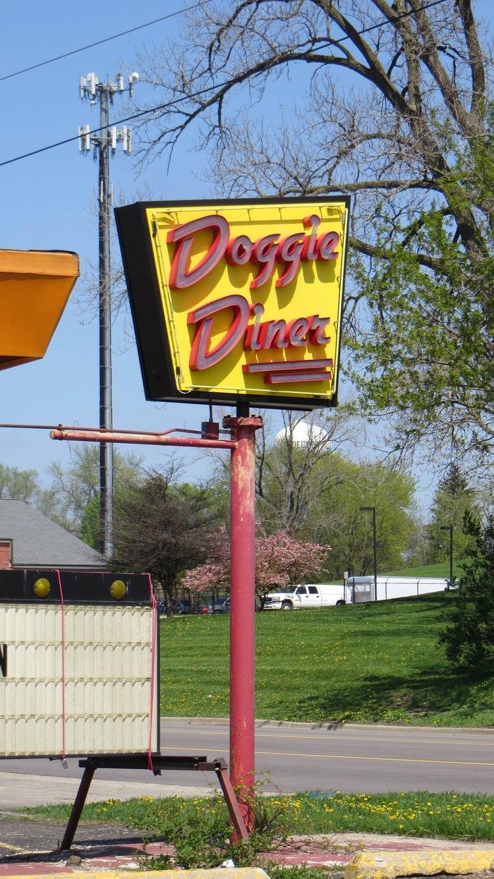 Doggie Diner, Aurora, Illinois 3