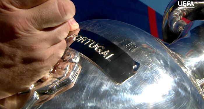 UEFA Euro 2016 trophy (Henri Delaunay Cup) 1