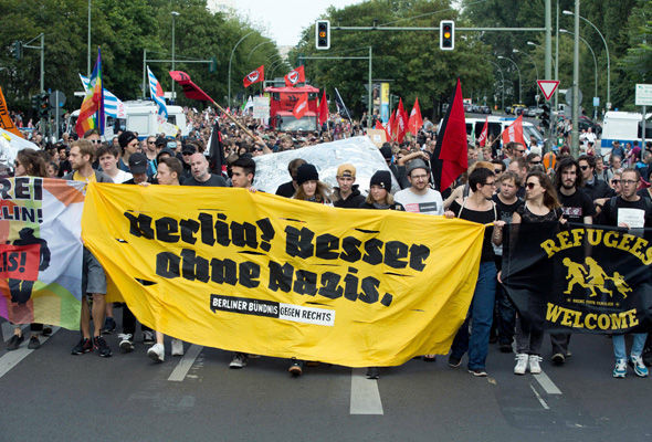 """Berlin? Besser ohne Nazis"" (Berlin? Better without Nazis) — banner shown by counter-demonstrators at Nazi rally on 7 May 2016 in Berlin."