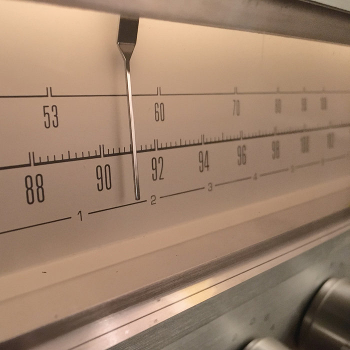 The numbers on the tuner panel are very similar to Univers Ultra Condensed Light, but the waist height is different on the '5, 6, 9'.