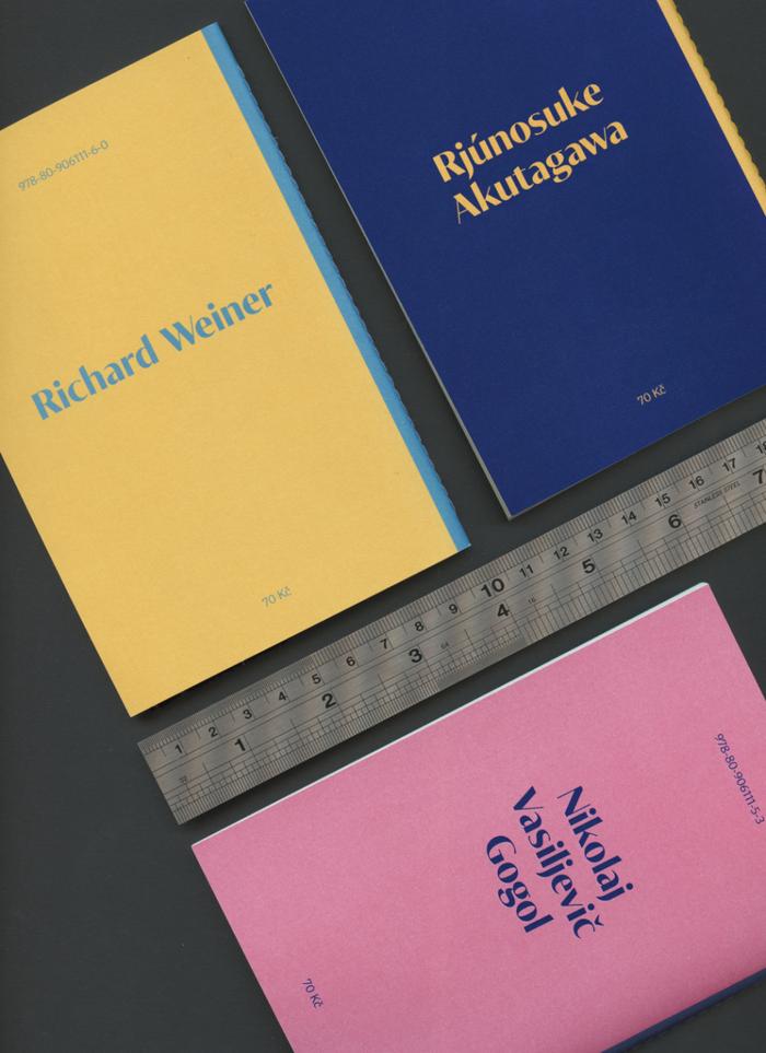 The cover typography of the first three issues (Prázdná židle by Richard Weiner, Obraz pekla by Rjúnosuke Akutagawa, Plášť by Nikolaj Vasiljevič Gogol) combines Tabac Glam (2016) with Tabac Sans.