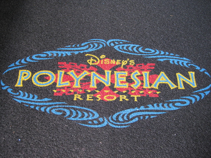 This logo version (here on a carpet) is not in Pompeia Inline, as one could expect from the use of Pompeia for the signs, but rather in Adrian Frutiger's Rusticana with an applied outline effect.