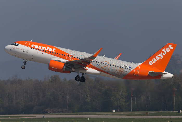 "In 2015, on the occasion of the 20th anniversary, easyJet announced a refreshed livery. This image shows the special ""20 years"" jubilee edition, a variation of the new look, taking off from ZRH in April 2017."