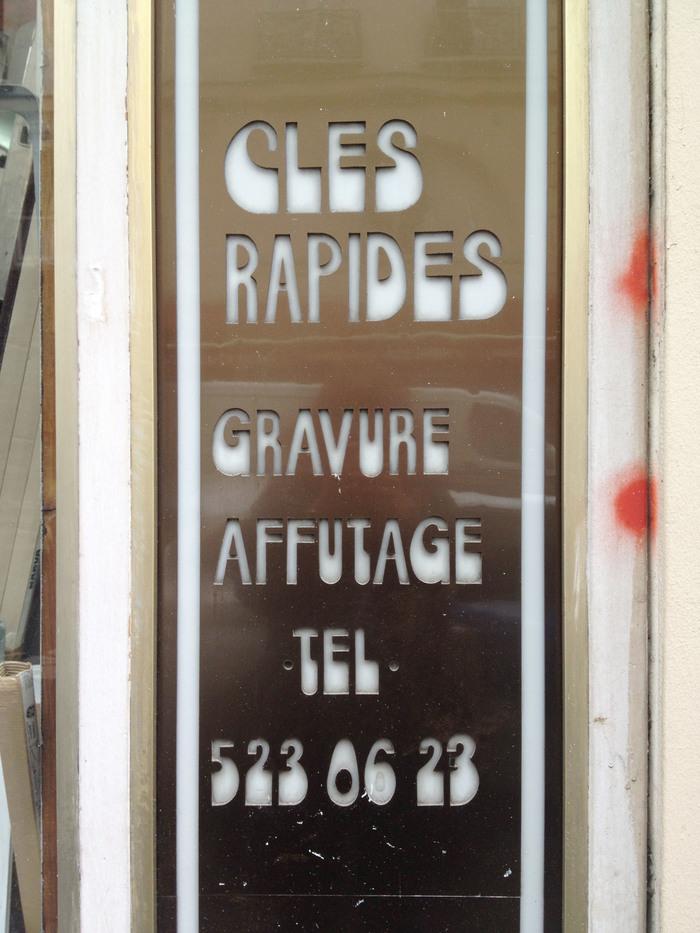 """Serrurerie"" – shop sign in Paris 3"