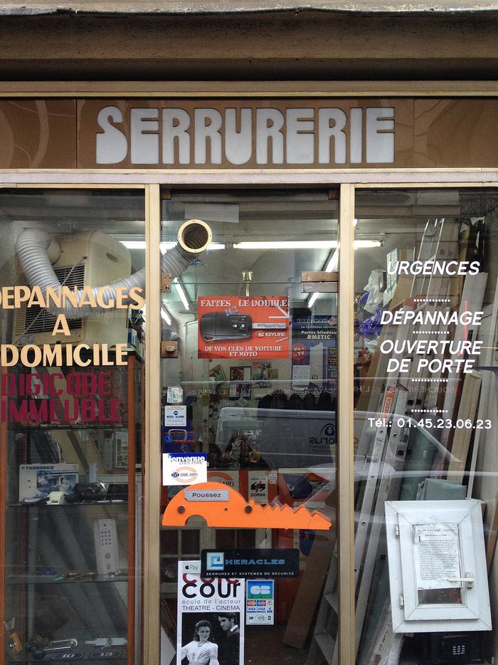 """Serrurerie"" – shop sign in Paris 2"