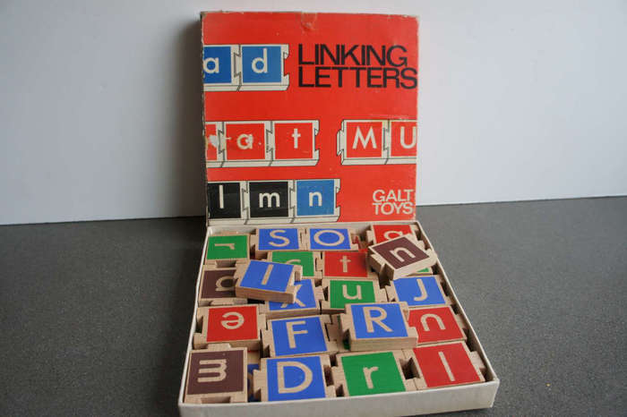 One of two boxes for Linking Letters. The designer is unclear, but it seems to have been released during Garland's tenure.