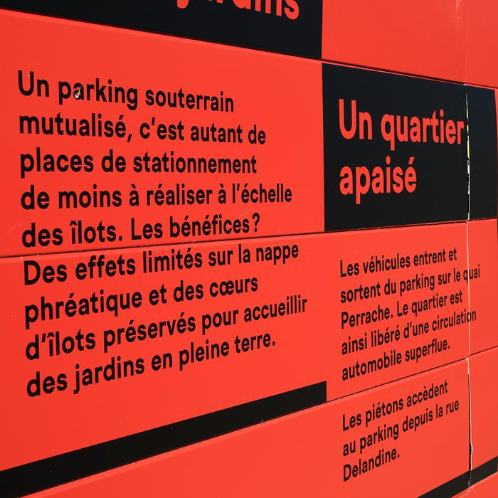 Lyon Confluence signs 3