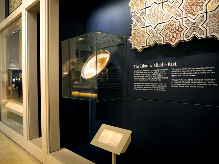 Jameel gallery of Islamic art at V&A museum 1